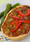 Torta de carne com espargos e pimento vermelho fresco Fotos de Stock Royalty Free