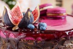 Torta de chocolate adornada Foto de archivo libre de regalías