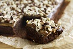 Torta de chocolate con caramelo Fotos de archivo