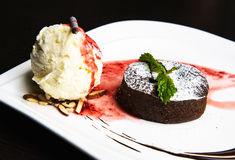 Torta de chocolate con helado Fotografía de archivo