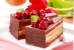 Torta de chocolate con la cereza Foto de archivo libre de regalías