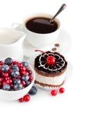 Torta de chocolate con las bayas Foto de archivo libre de regalías