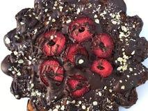 torta de chocolate con las fresas Imágenes de archivo libres de regalías