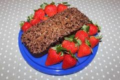 torta de chocolate con las fresas Fotografía de archivo libre de regalías