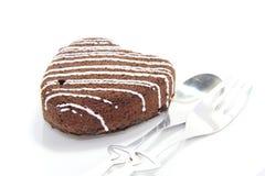 Torta de chocolate del corazón con el relleno poner crema del chocolate Imágenes de archivo libres de regalías
