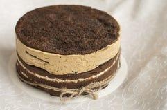 Torta de chocolate deliciosa con el merengue Fotografía de archivo