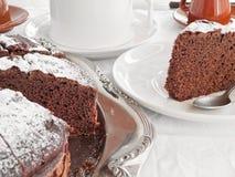 Torta de chocolate en el desayuno. Fotografía de archivo libre de regalías