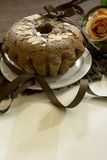 Torta de chocolate en la manta marrón Imagen de archivo