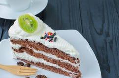 Torta de chocolate en plato Foto de archivo libre de regalías