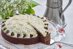Torta de chocolate en soporte de la torta Fotografía de archivo libre de regalías
