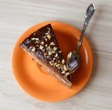 Torta de chocolate en una placa Foto de archivo