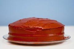 Torta de chocolate redonda llana hecha en casa Imágenes de archivo libres de regalías