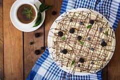 Torta de chocolate y x22; Bird& x27; milk& x22 de s; Fotos de archivo