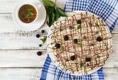 Torta de chocolate y x22; Bird& x27; milk& x22 de s; Fotografía de archivo