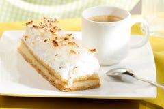 Torta de coco con crema Fotografía de archivo