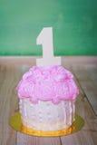 Torta de cumpleaños con el número uno foto de archivo libre de regalías
