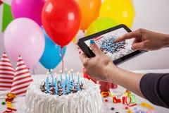 Torta de cumpleaños con la decoración Fotografía de archivo