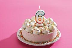 Torta de cumpleaños con la vela ardiente Fotos de archivo libres de regalías
