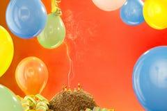 Torta de cumpleaños con las velas Imágenes de archivo libres de regalías