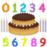 Torta de cumpleaños con las velas de diversa forma Imágenes de archivo libres de regalías