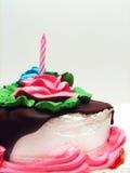 Torta de cumpleaños con llovizna del chocolate Imágenes de archivo libres de regalías