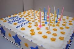 Torta de cumpleaños para el jefe del personal imagenes de archivo