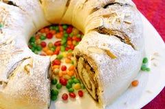 Torta de Easter em uma tabela festiva imagem de stock royalty free