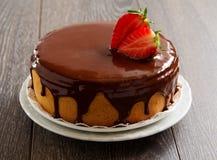 Torta de esponja con crema del chocolate Fotos de archivo libres de regalías