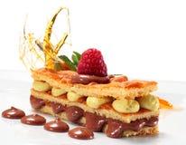 Torta de esponja del chocolate y del pistacho Fotografía de archivo libre de regalías