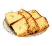 Torta de esponja en el fondo blanco Fotografía de archivo