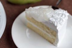 Torta de esponja fresca deliciosa de la leche del desmoche del coco Imagenes de archivo