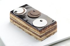 Torta de la ópera en un fondo blanco fotografía de archivo libre de regalías