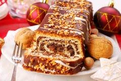 Torta de la amapola con las tuercas para la Navidad Fotos de archivo