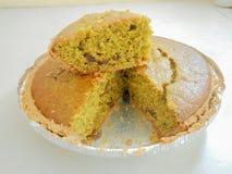 Torta de la calabaza cocida en borde festonado fotografía de archivo libre de regalías