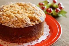 Torta de la castaña con las migajas en el top Fotos de archivo libres de regalías