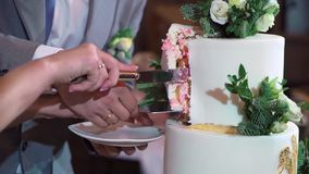 Torta de la celebración de la boda metrajes