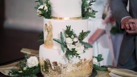 Torta de la celebración de la boda almacen de metraje de vídeo