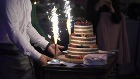 Torta de la celebración en el partido almacen de metraje de vídeo
