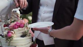 Torta de la celebraci?n de la boda metrajes