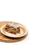 Torta de la cereza con el azúcar en polvo en la placa Fotos de archivo