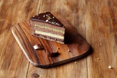Torta de la crema batida de la avellana del chocolate Fotografía de archivo libre de regalías