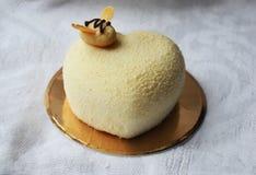 Torta de la crema batida con la miel Imagen de archivo