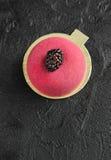 Torta de la crema batida con mazapán y la cuchara del vintage para el desayuno Imágenes de archivo libres de regalías