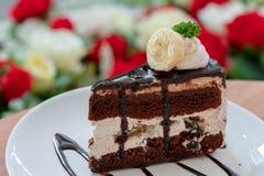 Torta de la crema del chocolate con el plátano imagen de archivo