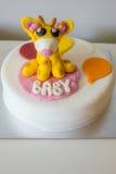 Torta de la fiesta de bienvenida al bebé Foto de archivo
