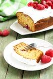 Torta de la frambuesa en la placa imagen de archivo libre de regalías