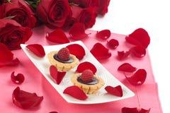 Torta de la frambuesa para el día de tarjeta del día de San Valentín Foto de archivo libre de regalías