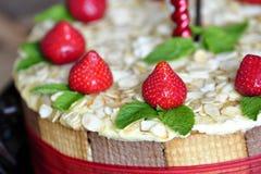 Torta de la fresa con las almendras Imágenes de archivo libres de regalías