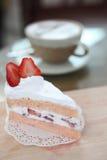 Torta de la fresa en la madera Fotos de archivo libres de regalías