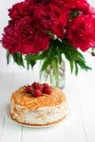 Torta de la fresa en la tabla, aún vida Foto de archivo libre de regalías